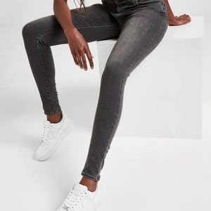 Levi's 710 super skinny faded black jean❤️New list